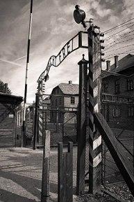 273px-Auschwitz_main_gate